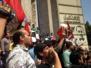 Protest outside Journalists Syndicate by April 6 Movement and Revolutionary Socialists for Haitham Mohamadeen and Ahmed Abu Deraa
